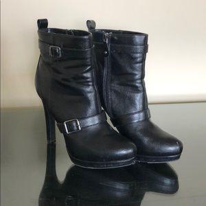 Simply Vera Vera Wang Black Ankle Booties